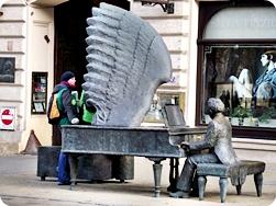 Lodz_Piotrkowska Street Arthur Rubinsterns Piano - Łódź Travel Guide